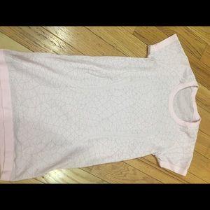 Lulu lemon tee shirt
